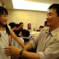 Bruce Lee e sua filha treinando Taekwondo