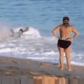 ...... Flagrei TheCundy na praia pentaloucamente tentando escapar das ondas tetraloucas do emagrecimento num resgate da antiga campanha #EMAGRECETHECUNDY